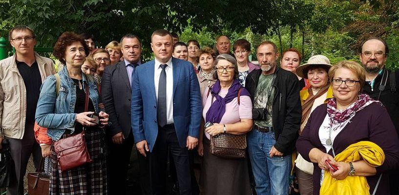 Московские туристы сфотографировались с губернатором Тамбовщины