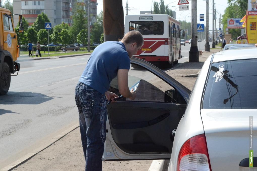 "Тамбовские водители со слезами на глазах срывали ""автозагар"" со стекол: фоторепортаж"