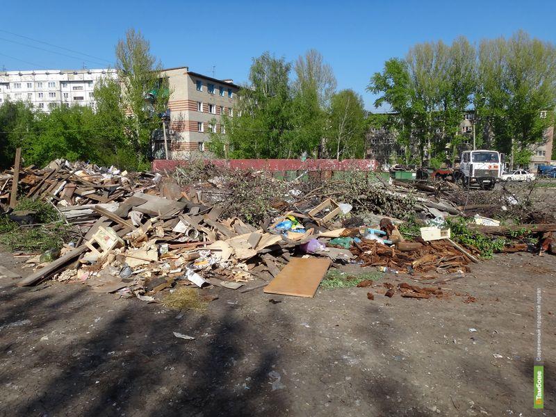 Тамбовчане просят губернатора избавить их двор от свалки