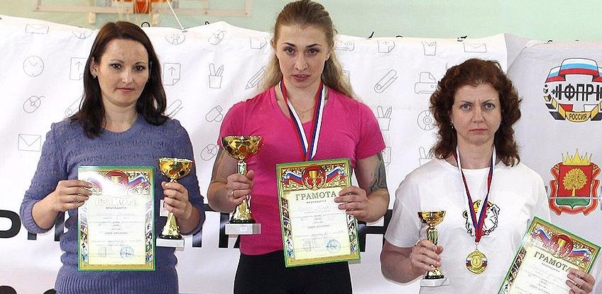 Тамбовчанка завоевала «золото» на чемпионате ЦФО по пауэрлифтингу