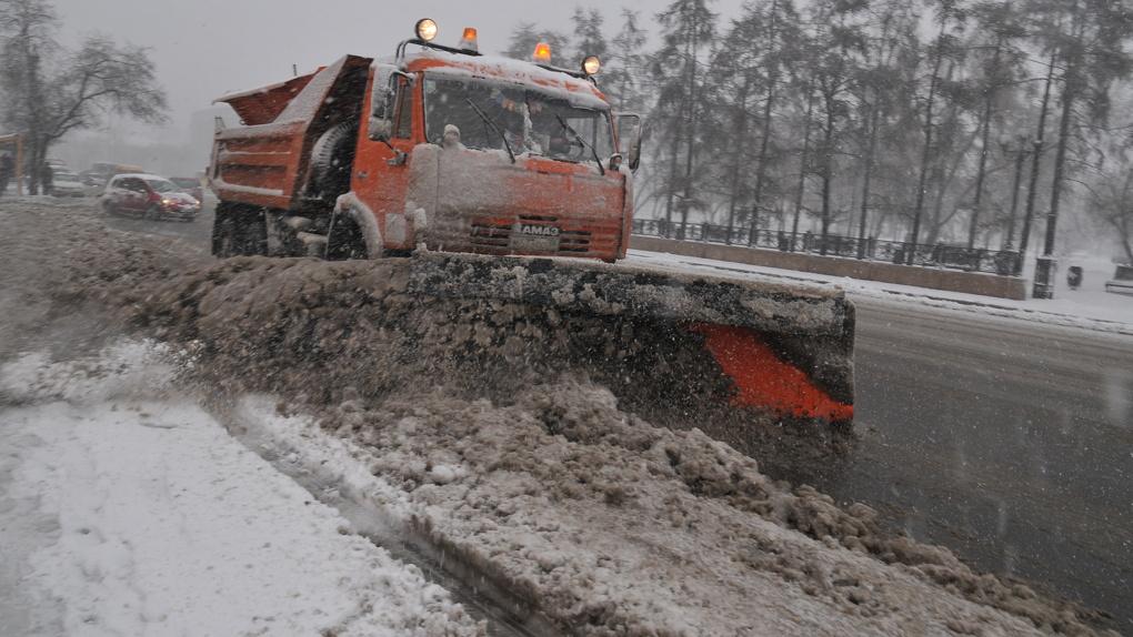 На Тамбовщине устраняют последствия снегопада: работает спецтехника