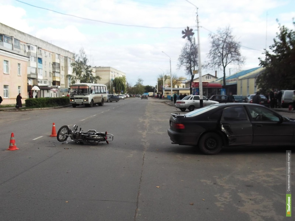 Тамбовчанин по невнимательности сбил двоих на скутере