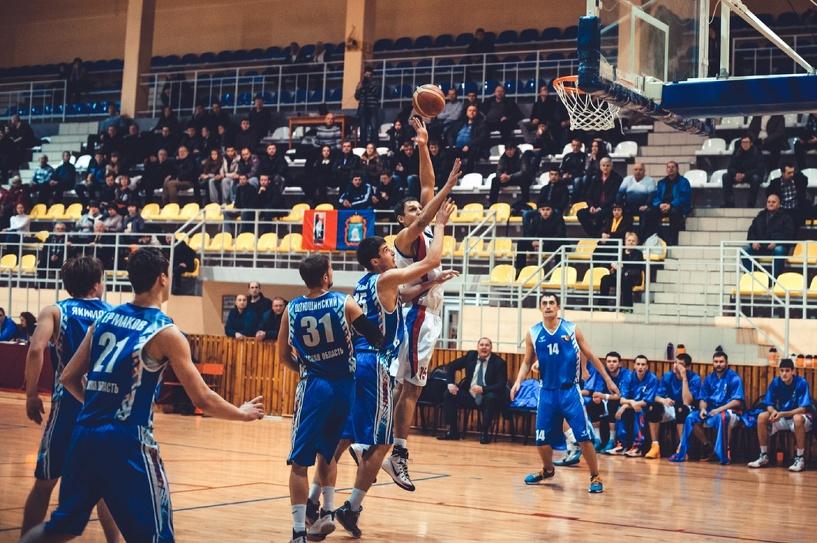 Тамбовские баскетболисты вновь обыграли соперников из Омска