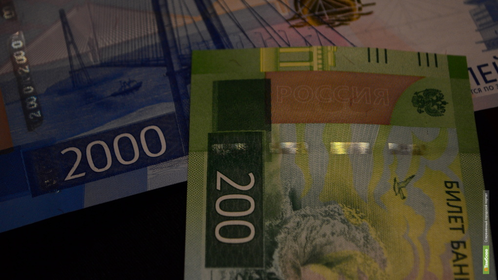 В обращение в Тамбовской области поступили новые купюры в 200 и 2000 рублей. Таксисты принимают