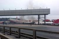 Пассажирский самолет совершил жесткую посадку в Москве