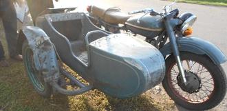 Мотоцикл с прицепом съехал в кювет и врезался в газовую трубу