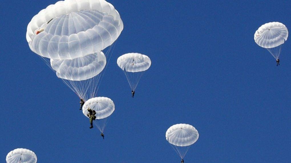 В Тамбове разведчики приземлялись с парашютом на крыши и линии электропередач