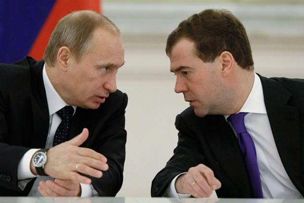 Путин и Медведев поздравили россиянок с Международным женским днем