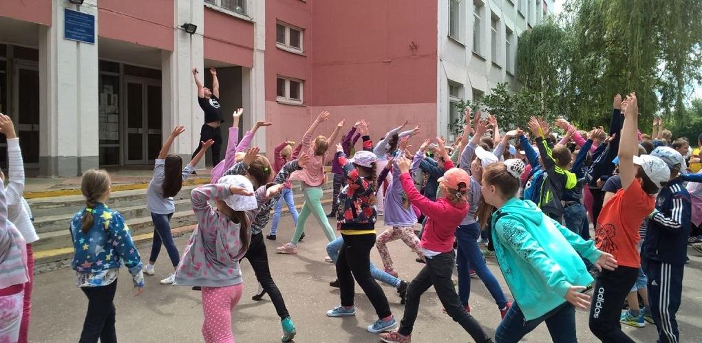 «Зарядка с Чемпионом» прошла для воспитанников пришкольного лагеря «Дружный»