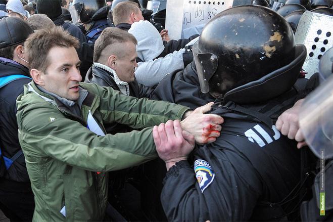 Бунт на юго-востоке Украины продолжается: в Донецке провозгласили республику