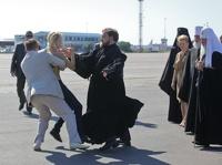 Активистка FEMEN напала на патриарха Кирилла на Украине