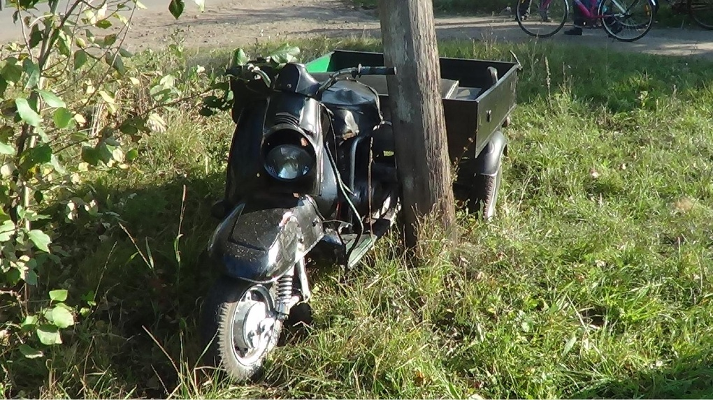 Мичуринский подросток на мотороллере врезался в столб