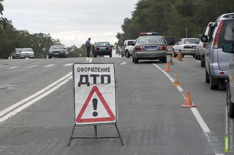 В столкновении грузовика с легковушкой пострадали два ребёнка