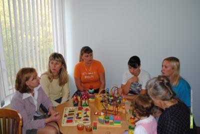 Молодых родителей научат правильно складывать кубики