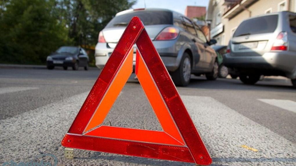 Грузовик не поделил дорогу с «Приорой» на оживленном тамбовском перекрёстке