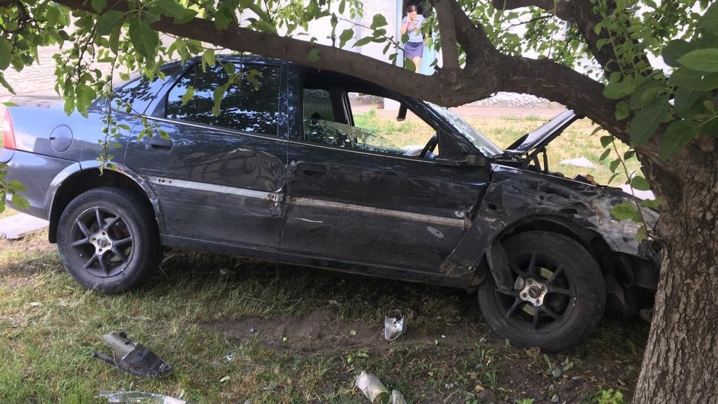 ДТП на Бориса Васильева: от удара машина вылетела с проезжей части