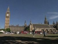 Лондонский Биг-Бен «повело» в сторону