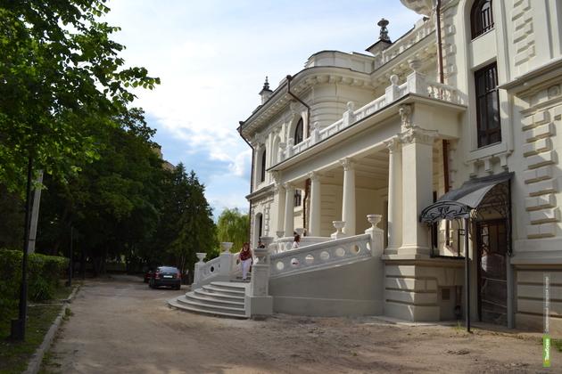 Тамбовчан не пустят в парк у дворца Асеева