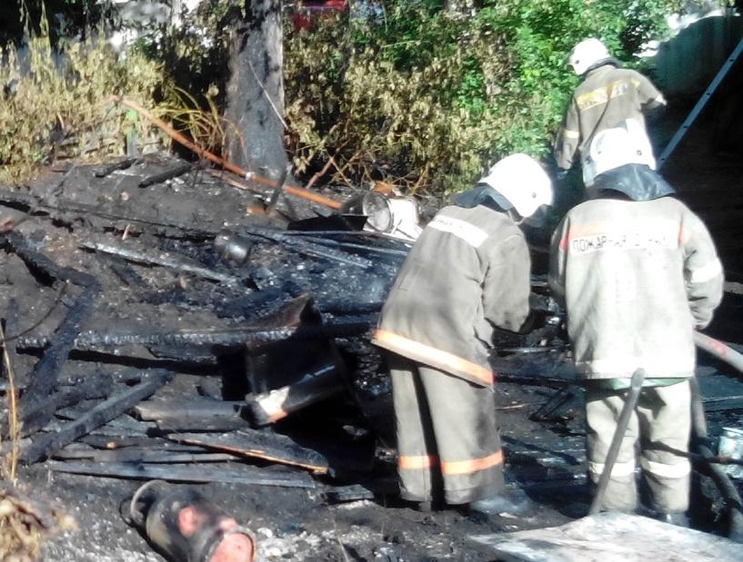 В Пичаевском районе сгорел деревянный сарай