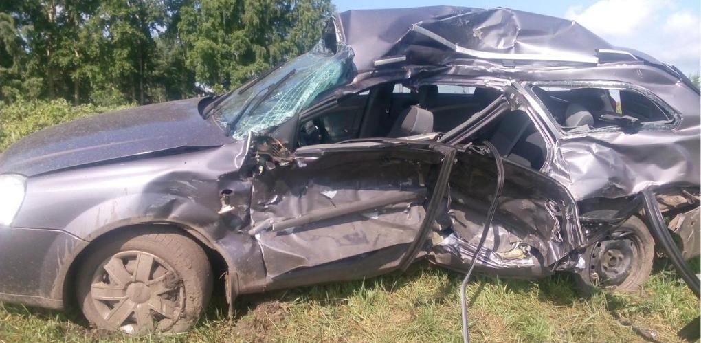 Водитель иномарки не предоставил преимущество грузовику: двое погибли