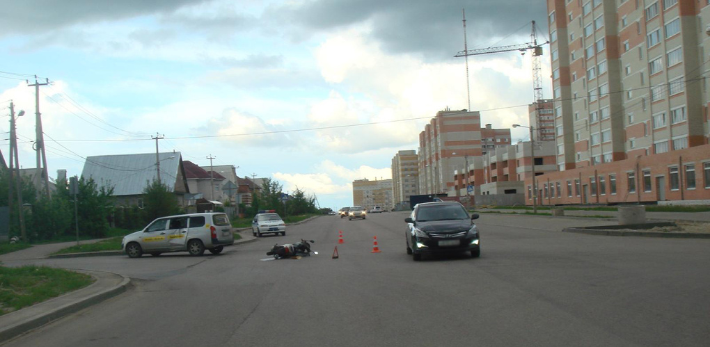 Водитель такси не уступил дорогу мотороллеру на севере Тамбова