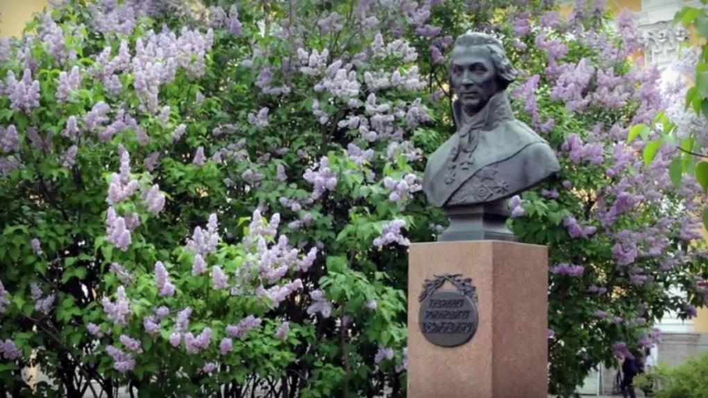 Сирень Г.Р. Державину: в Петербурге вывели новый сорт к 275-летнему юбилею поэта