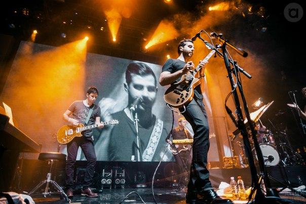 Усы и гитары зажгли на концерте в Москве или как тамбовчанка обнималась с Иваном Ургантом