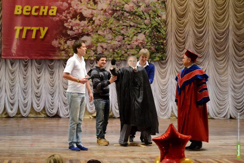Сергею Мищенко подарили...курицу