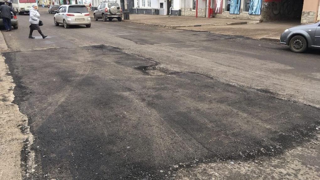 Отремонтировать дороги в районе Центрального рынка обещают в этом году