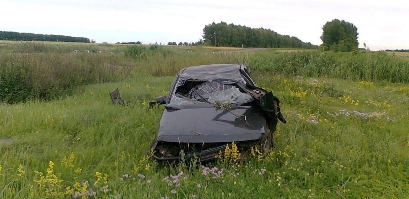 В Токарёвском районе легковушка улетела с дороги