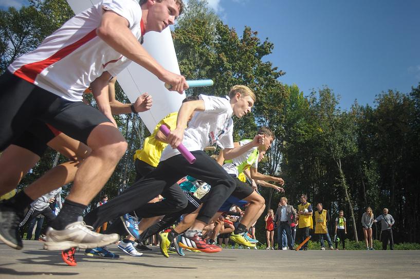 Солнечно, весело и спортивно: в парке «Дружбы» прошел областной день здоровья и спорта
