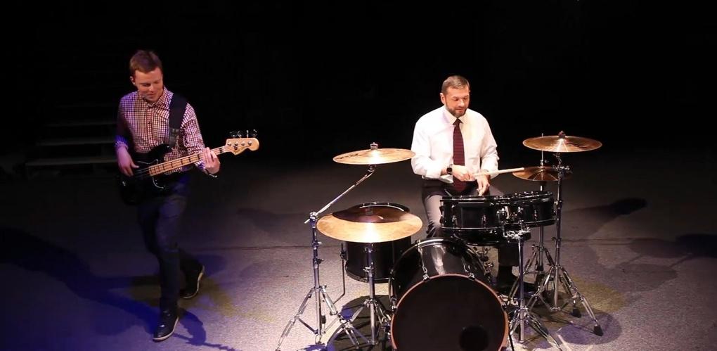 Глава тамбовского избиркома сел за барабаны: смотрим видео!