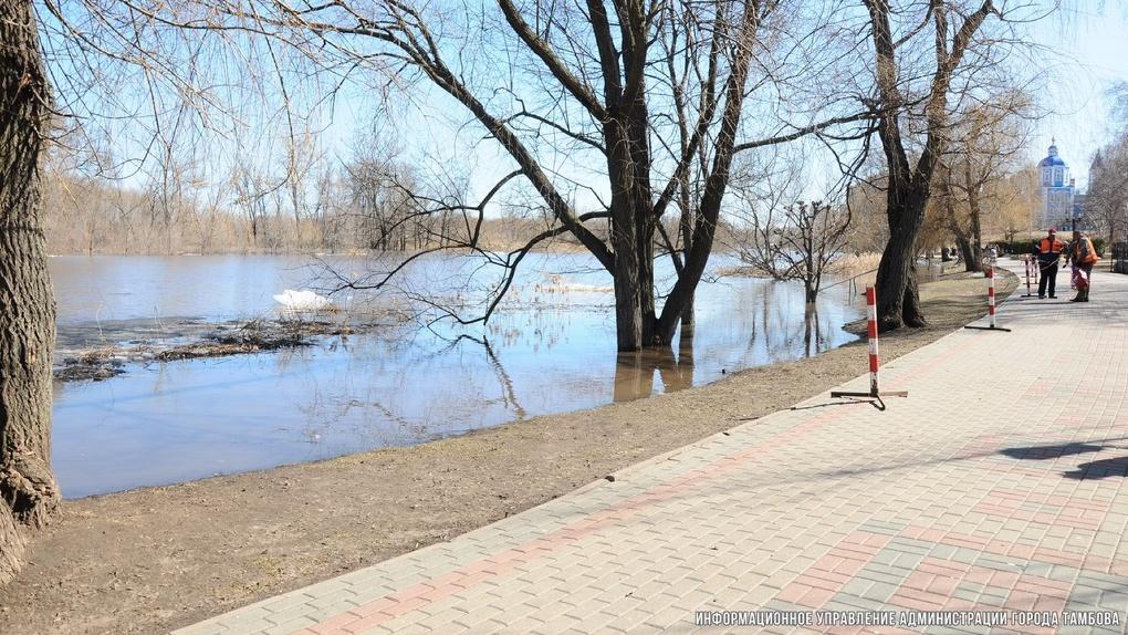 В Парке Дружбы воды уже немного: лодочной переправы больше нет