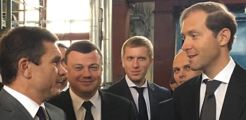 Министру торговли в Тамбове подарили российский флаг