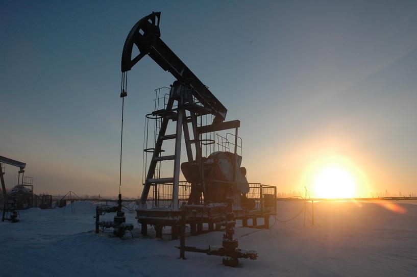 Новое падение: цена на нефть опустилась ниже 51 доллара за баррель