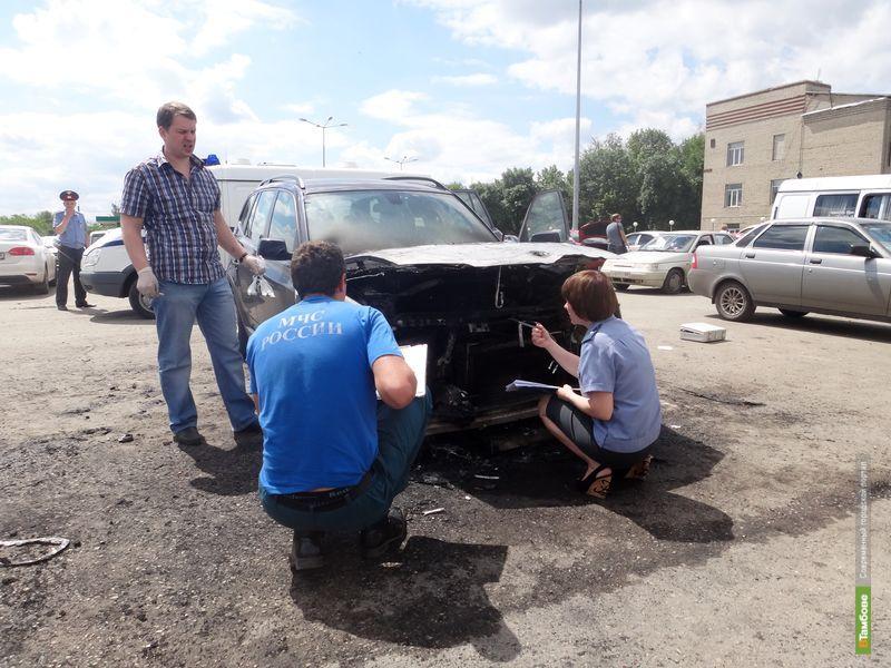 На севере Тамбова сгорело дорогое авто