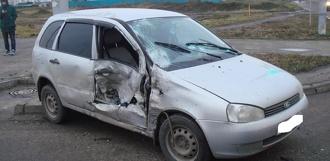Lada Kalina врезалась в Land Rover на улице Агапкина