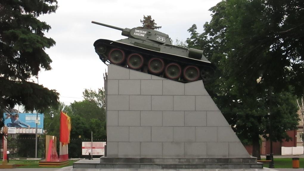 Тамбовчанин предлагает снести памятник Ленину и мемориал «Тамбовский колхозник»