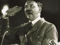 Британцы хотели сделать Гитлера женщиной