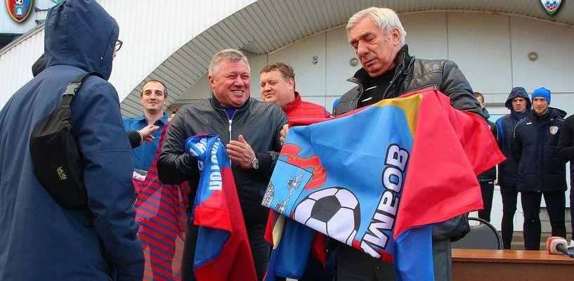 Георгий Ярцев подарил тамбовским футбольным фанатам новые полотна для флагов