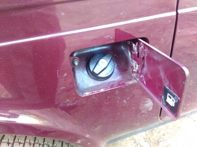 Двое парней слили бензин с автомобиля тамбовчанки