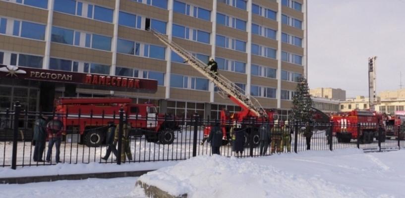 Тамбовские огнеборцы спасли постояльца гостиницы из условного пожара