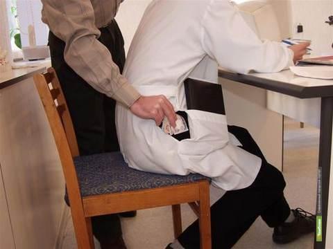 Тамбовский врач-эндоскопист «погорел» на взятке