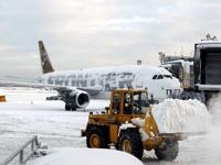 В США из-за снежной бури отменили около 900 рейсов
