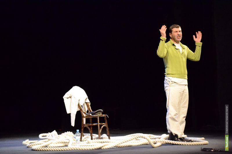 "Евгений Гришковец ""съел"" собаку на тамбовской сцене: фоторепортаж"