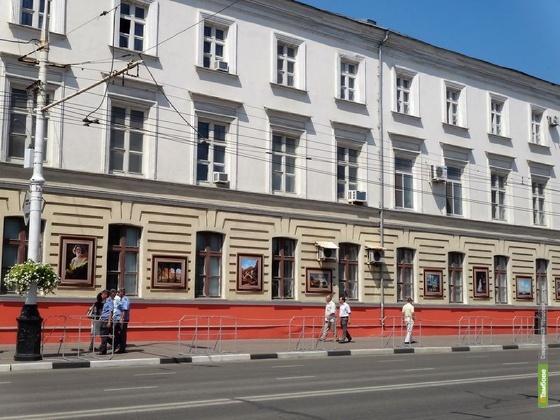 Художественные шедевры исчезли со стен дома на Советской