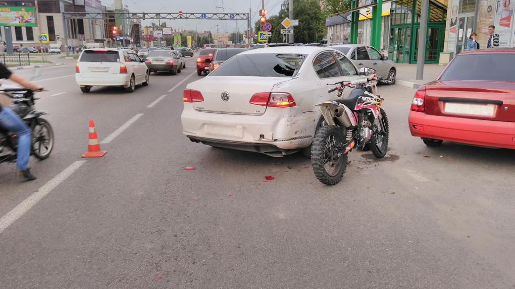 В Тамбове мотоцикл врезался в иномарку: один пострадавший