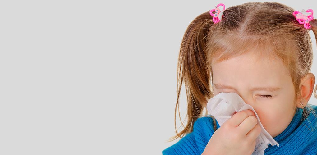 Специалисты просят родителей не водить больных детей в школу и детсад