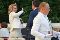 Путин и Медведев вывезли министров на пикник в Барвиху
