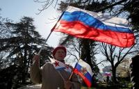 Крым начинает платить рублями и жить по московскому времени